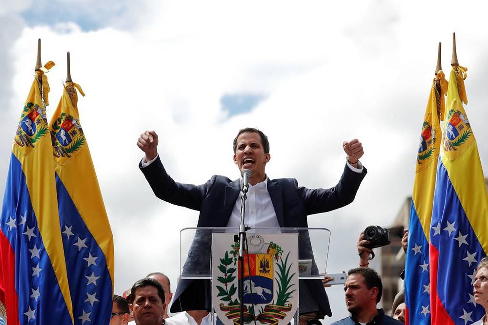 Juan Guaidó, en el momento de su juramentación como 'presidente encargado'