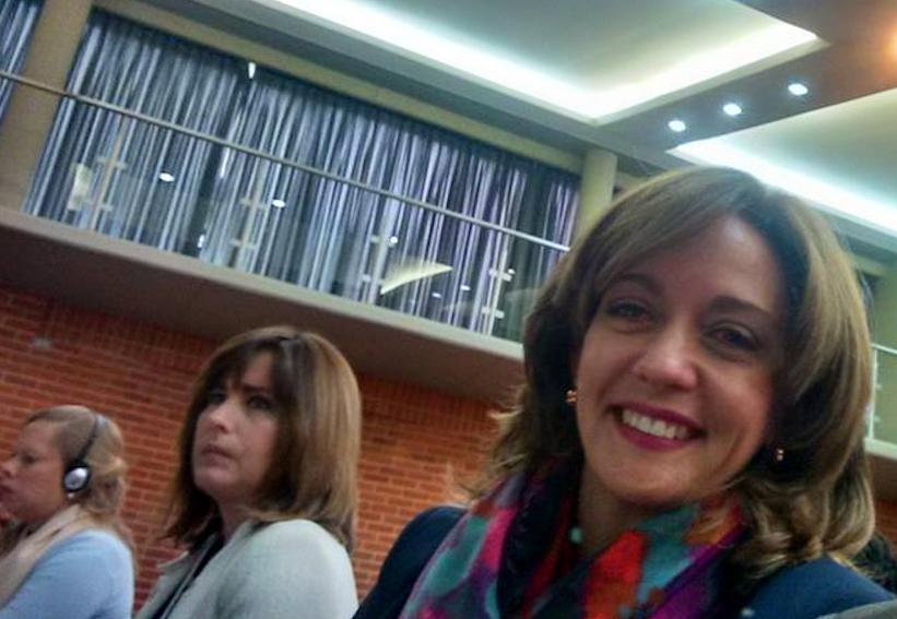Sonia Maria Crespo, presidente de la fundación ecuatoriana Familia y Futuro (a la izquierda).