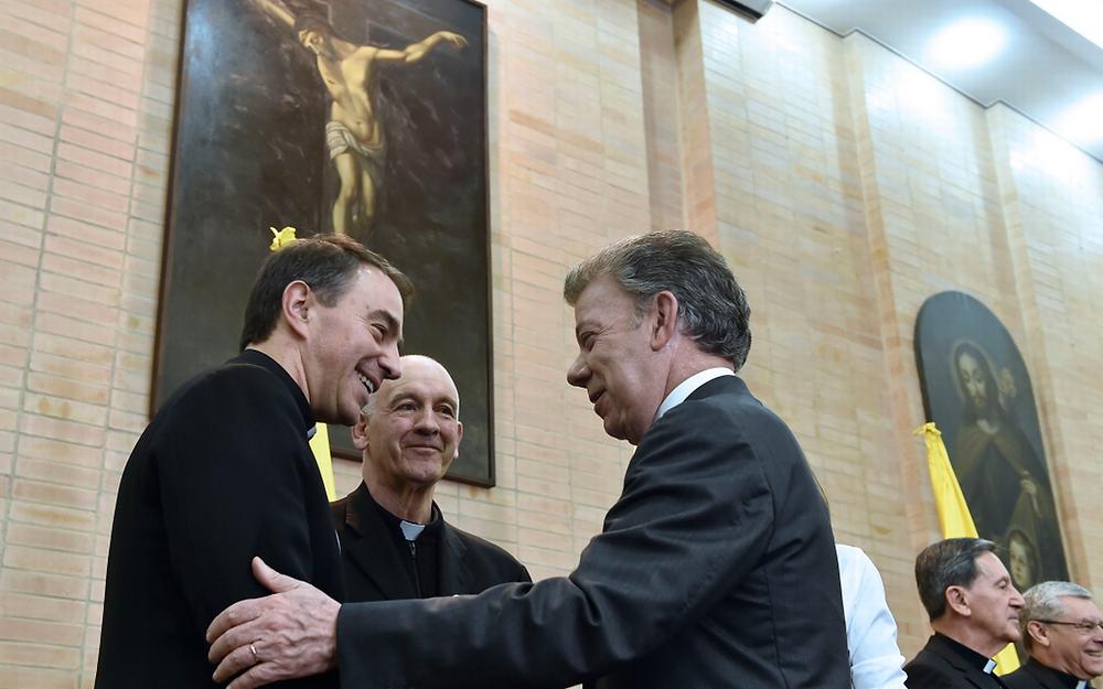 El presidente Santos con el Nuncio Balestrero