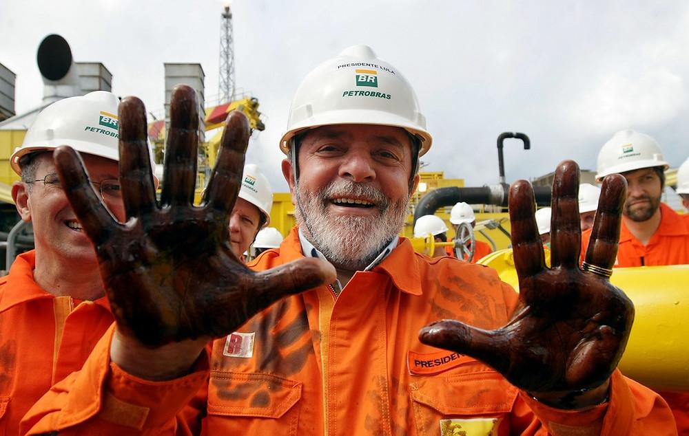 Lula en una instalación de Petrobras