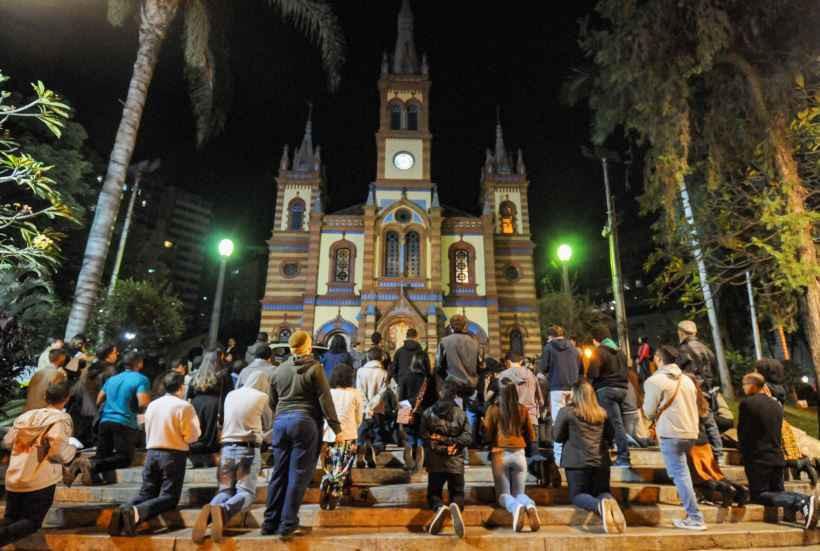 Católicos se reunem na Igreja de São José contra ato blasfemo, sábado 20 de julho
