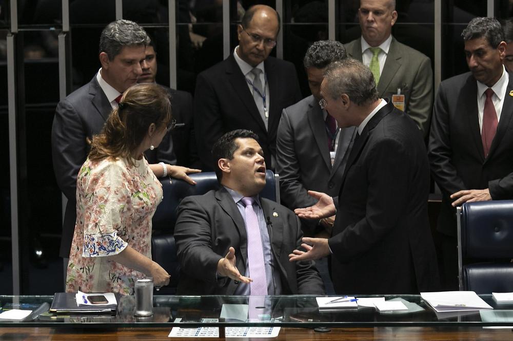Os senadores Katia Abreu e Renan Calheiros tentam tirar ao colega, Davi Alcolumbre, da Presidência da Câmara Alta