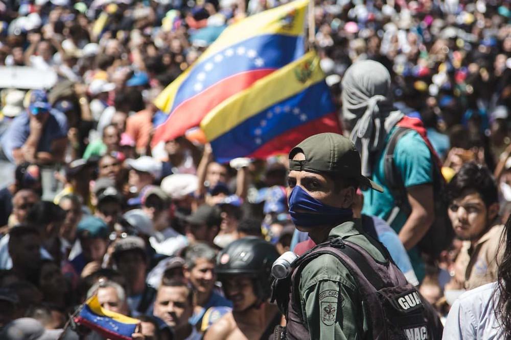 Juan Guaidó ante una multitud el 23 de enero pasado, cuando asumió como Presidente Encargado