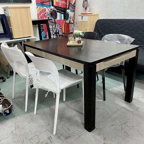 五十步翻新延伸餐檯+全新餐椅四張 50STEP/renewed extendable dinning table w 4 brand new chairs