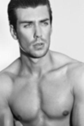 anthony-lorca-model-actor-portrait-black