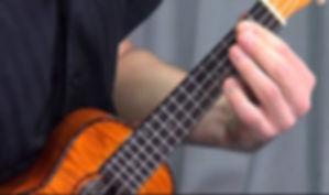 aulas de ukulele em moema, morumbo, campo belo, alphaille, aprenda ukulele, professor ukulele sao paulo