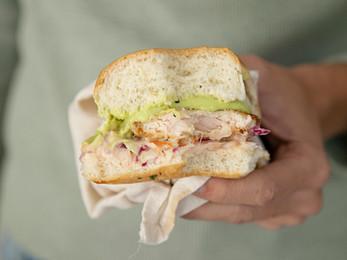 Sándwich de Milanesa de pollo con pan pebete
