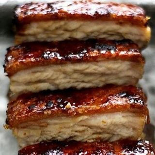 Confit pork belly with a creme bruele crust #anglesey #chuckwagonbbq #weddings #streetfood #porkbell