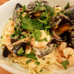 King prawn and mussel linguine, white wine, cream, garlic and parsley