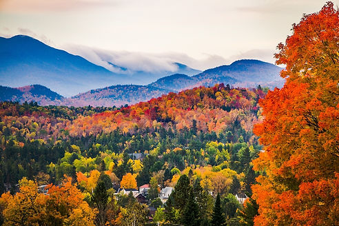New-England-Fall-Foliage-with-Mountains-