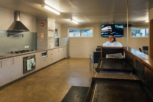 La cuisine d'Appolo Bay Park. Un modèle de propreté.