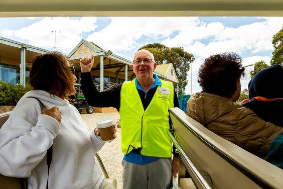 Ian, notre guide. Nous allons voir des kangourous qui ont élu résidence sur un parcours de golf.