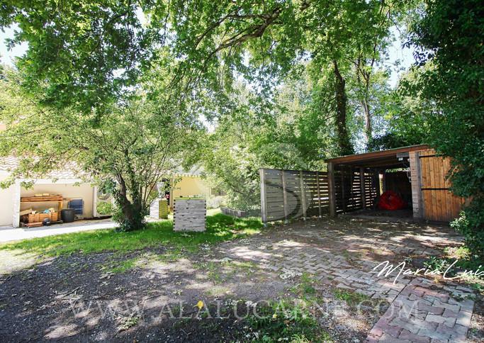 A vendre superbe villa avec parc paysagé à St Médard-en-Jalles