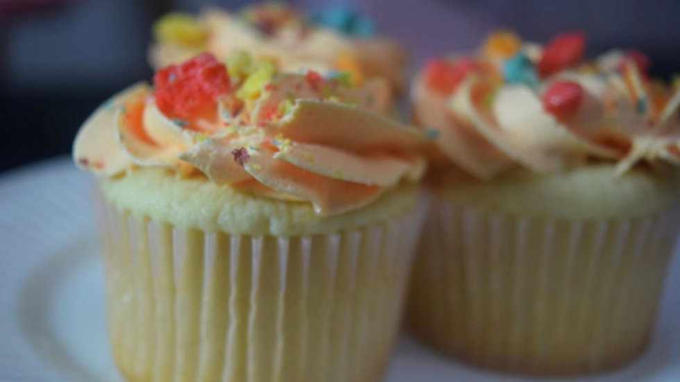 12 Lucky Charms Cupcakes