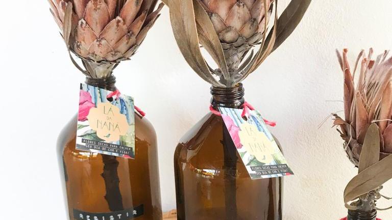garrafa âmbar + protea