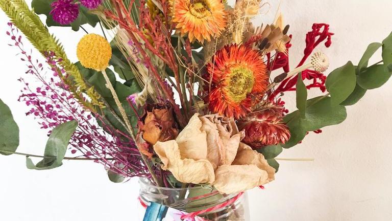 pote berlim + arranjo de flores secas