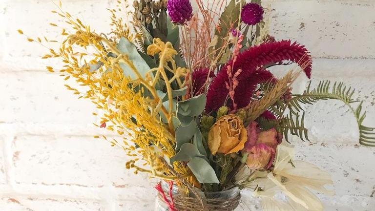 pote vidro + arranjo de flores secas juju