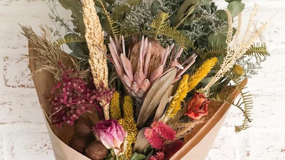monte seu buquê de flores secas com protea