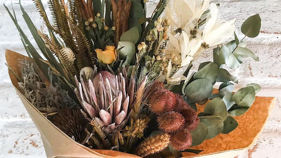 buquê de flores secas com protea anelise