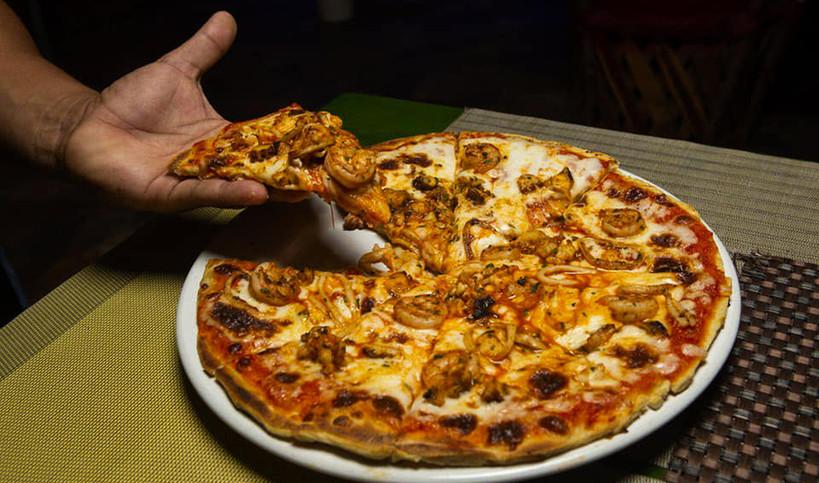 FaynesIslaMujeresMexicoPizzaFoodRestaurantSeafoodShrimp.VNFB.jpg