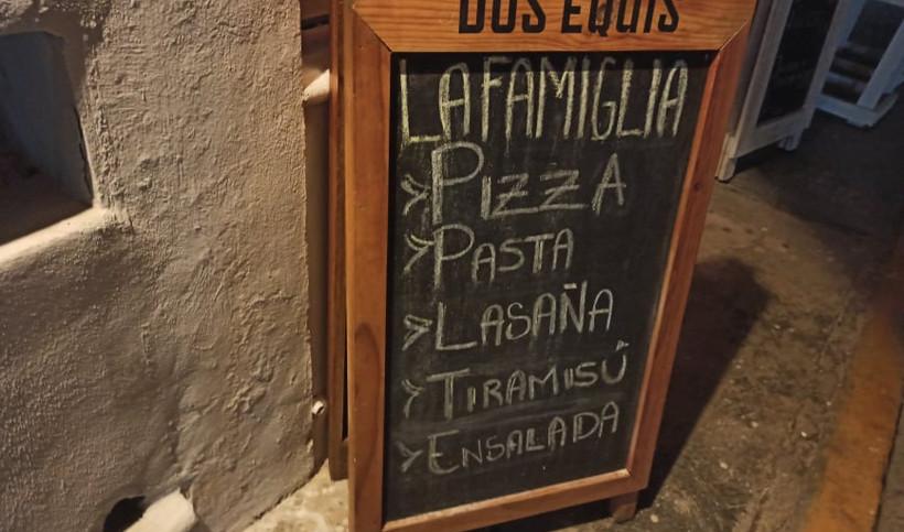 LaFamigliaPizzaMenuRestaurantMexicoIslaMujeresPastaDessertsJM.jpg