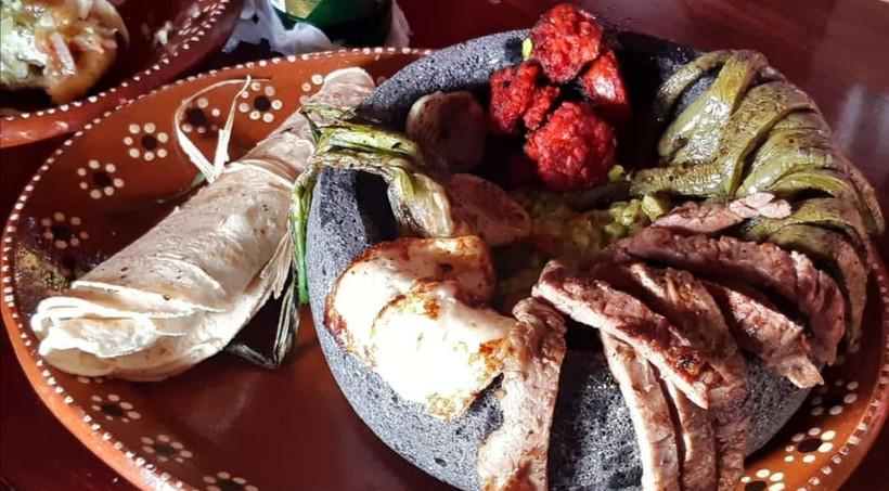 ChileYMaizIslaMujeresMexicoRestaurantMexicanFoodMolcajeteSteak.VNFB.jpg