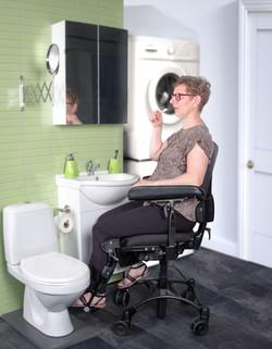 VELA Tango 500 - woman in bathroom-mediu