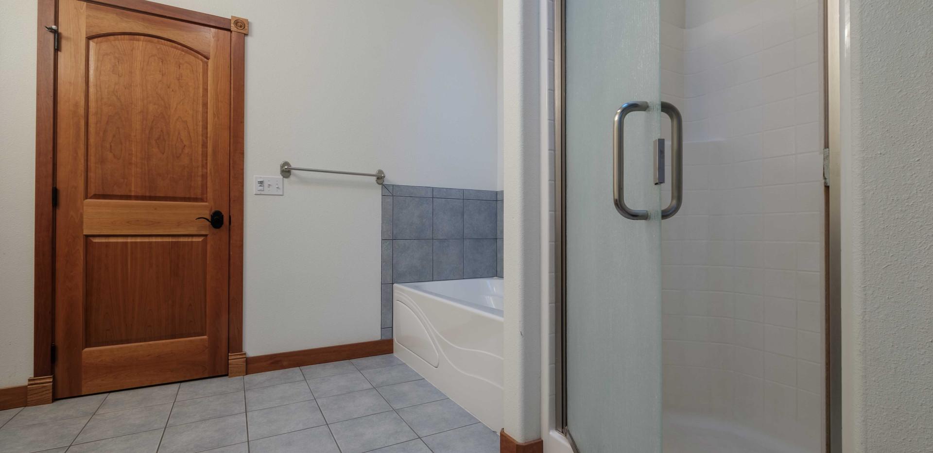 House_Mst_Bath_03.jpg