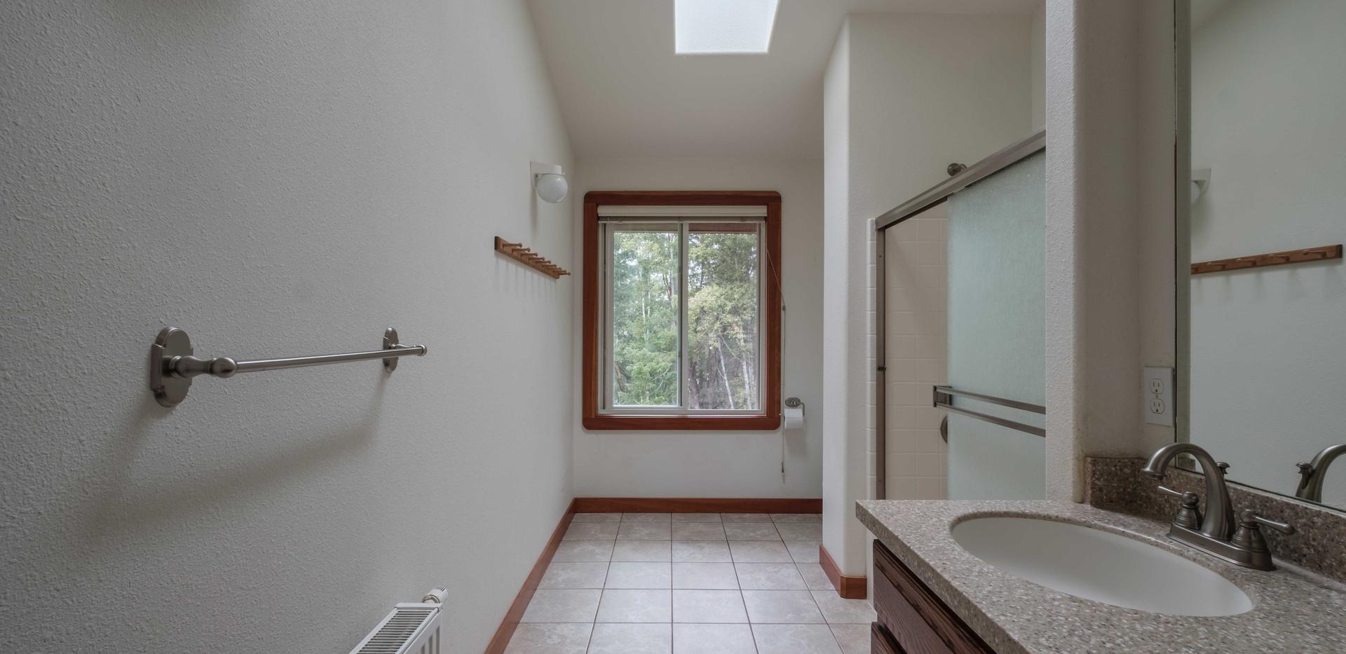 House_Up_Bath_01.jpg