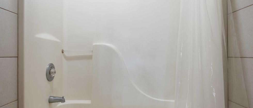 Cabin_Shower.jpg