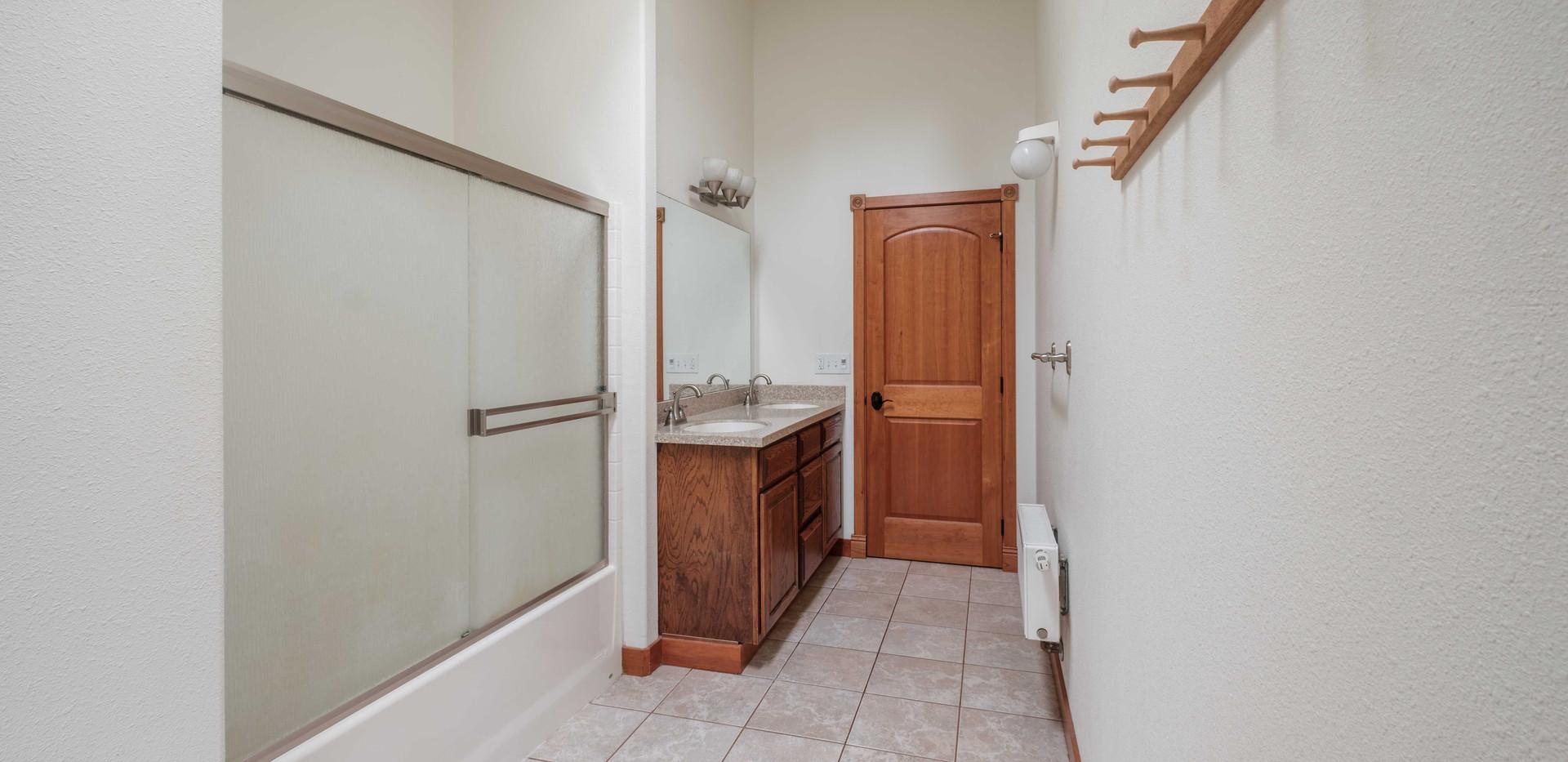 House_Up_Bath_02.jpg