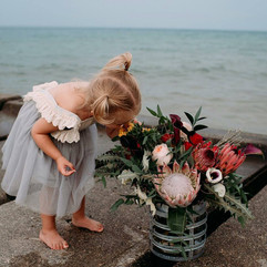 Floral design for family photos on the lake