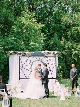 Beautiful natural outdoor wedding floral design