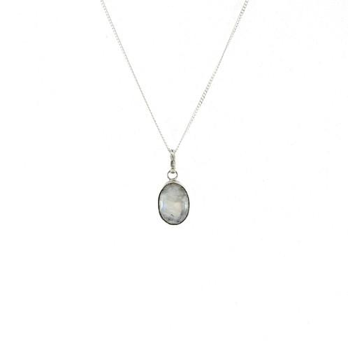 8acf4eaa00cc Collar de plata con dije de piedra luna ovalada natural.