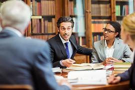 Адвокат с доверителями