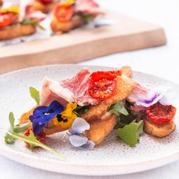 Beef short rib crostini, horseradish mayo, house dried tomato, cress