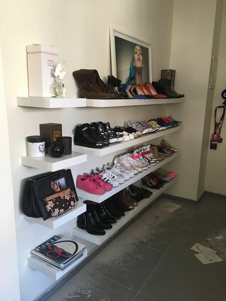 מדפים צפים לנעליים