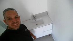 ארון שירותים