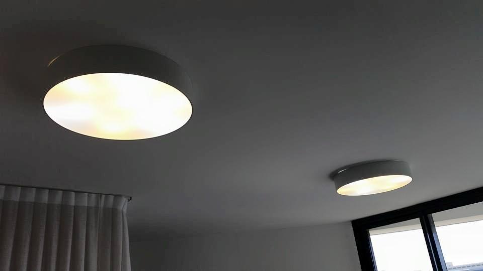 תאורה צמודת תקרה