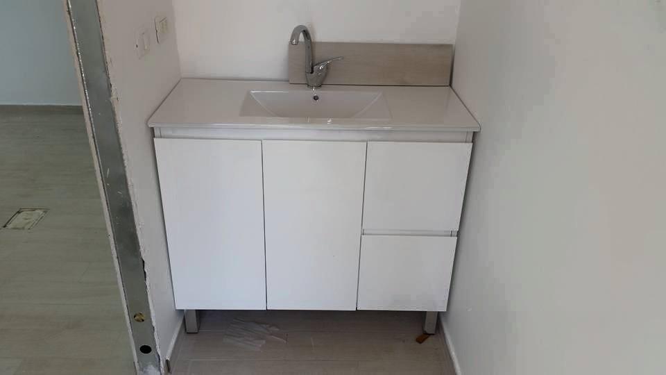 ארון שירותים 2