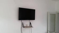 טלוויזיה ומדף לממיר
