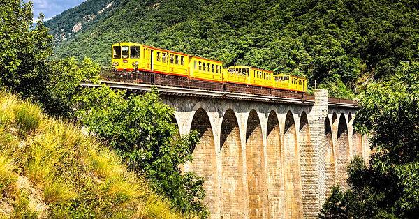 train_jaune_pont.jpg