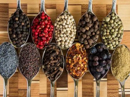 Peperoncino, origano, curcuma, zenzero e zafferano: le 5 spezie che allungano la vita