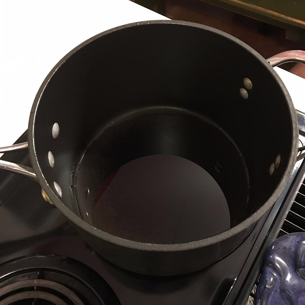 Oil in popcorn pot