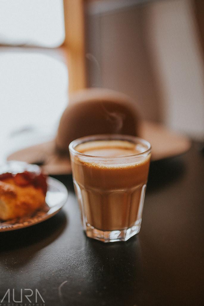 Café latté fumant - Biscotti & cie, chelsea, Québec