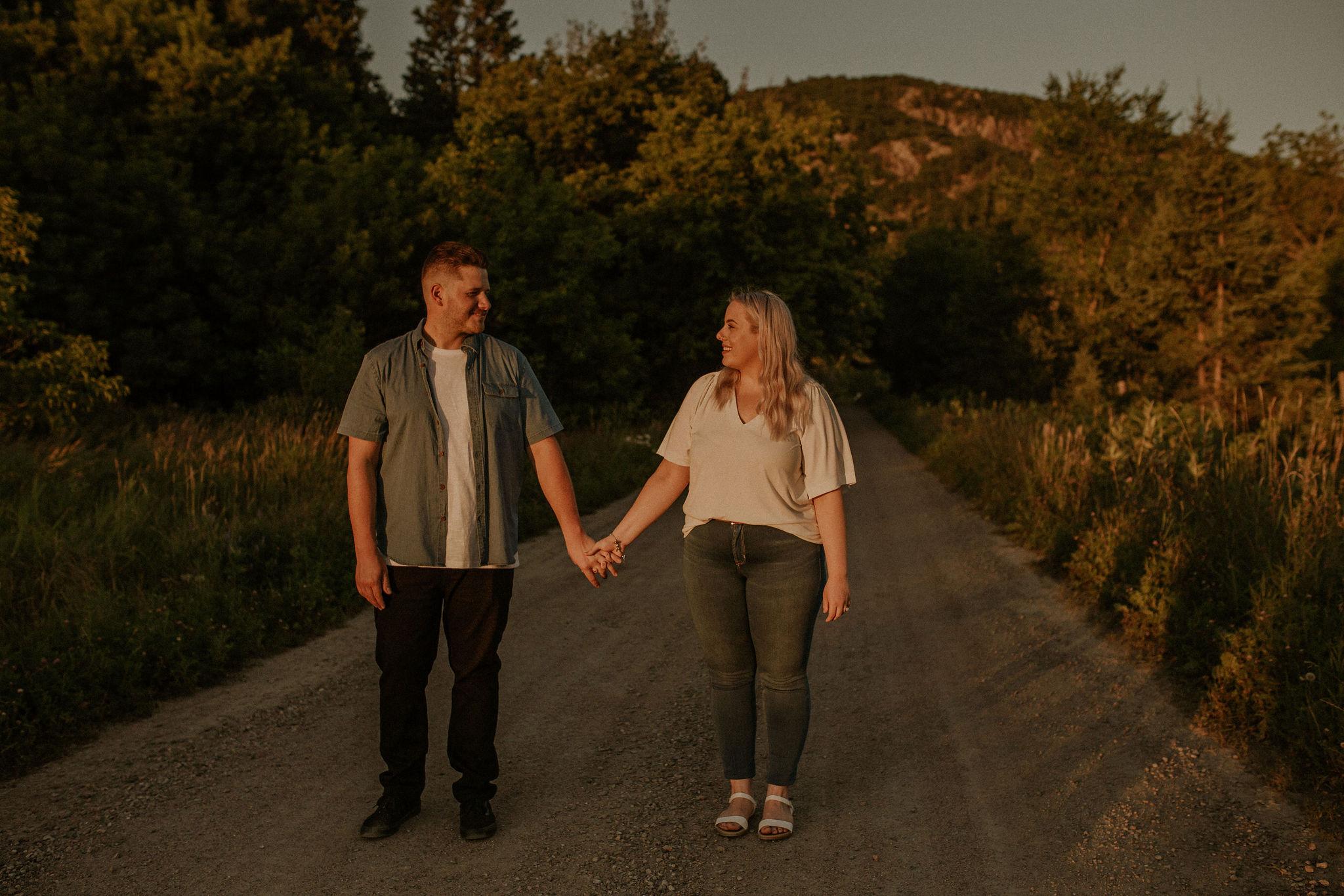 Engagement+photoshoot+aura+photographie+mountains+luskville+photographer