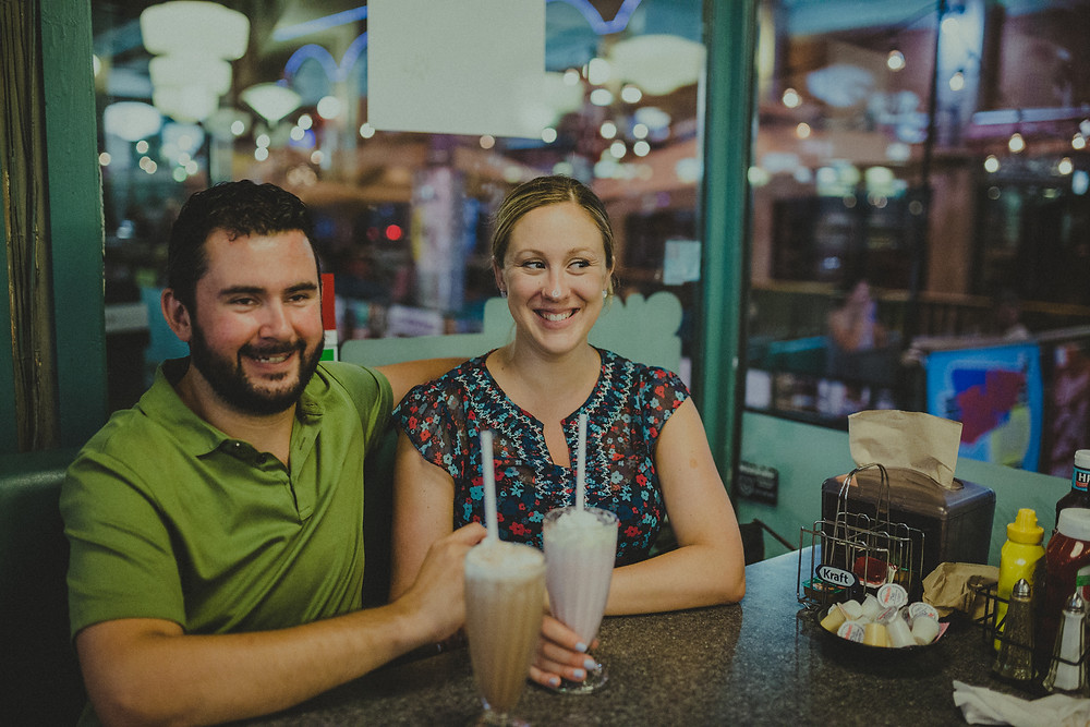 Summer maternity Session Downtown Ottawa & Zack's diner - Gen & Mat - By Aura photographie