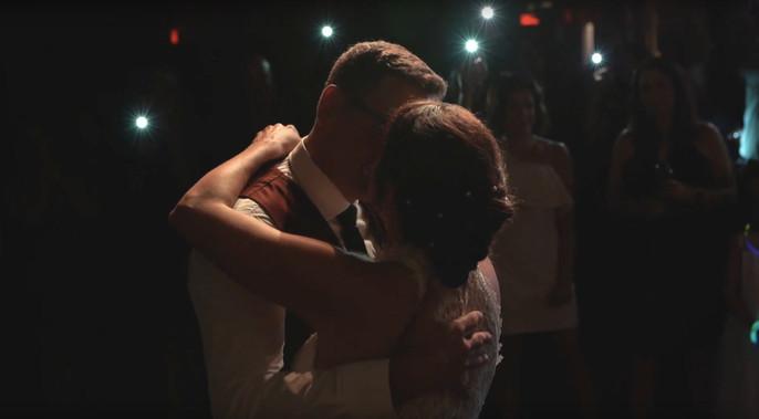 Aura wedding videographer & photographer - Ottawa Gatineau - Montreal - Laurentides - Wedding film - video de mariage - photgraphe de mariage FIRST DANCE - LE RITUEL GATINEAU