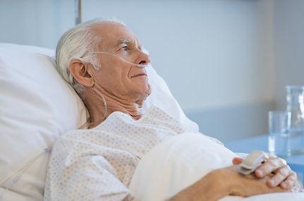 idoso-hospitalizado_256588-222.jpg