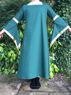 Medieval Lady - front view 2
